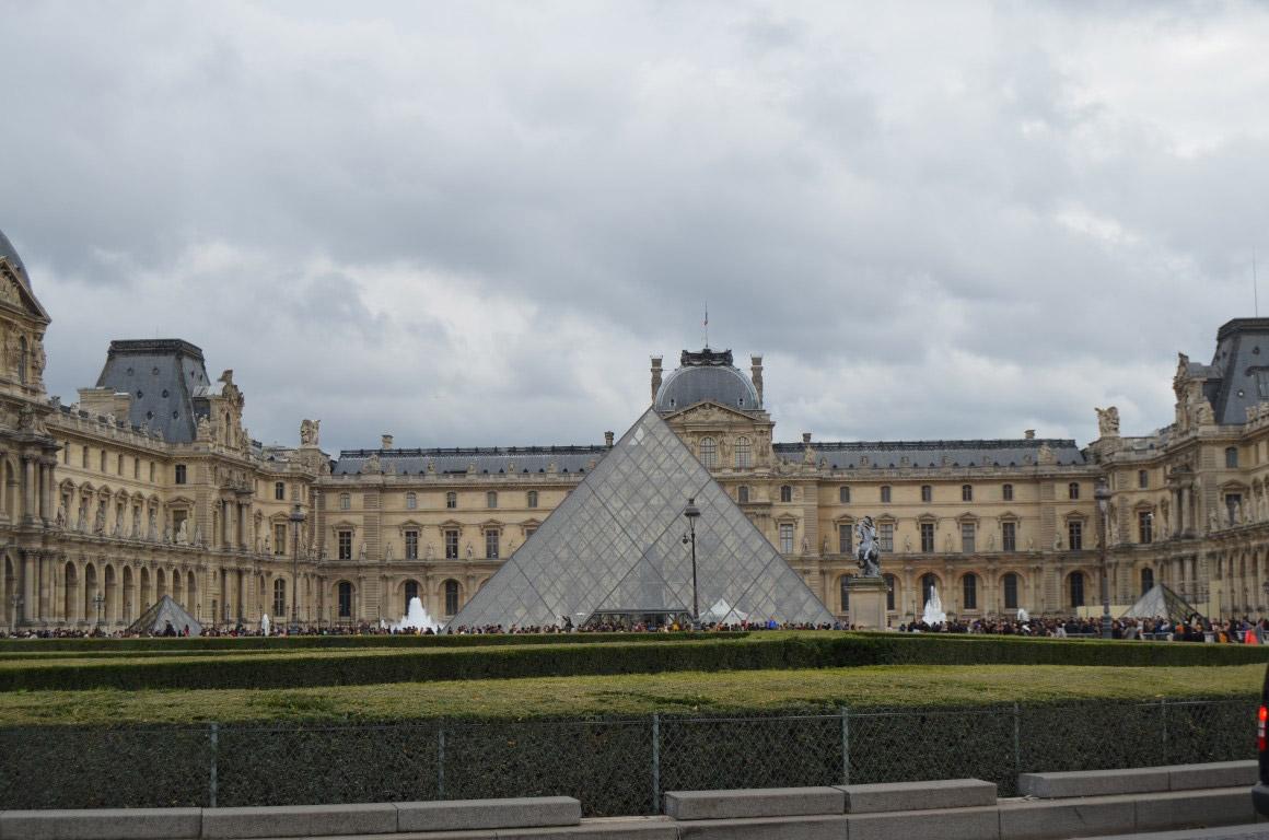 Louvre Müzesi Bahçesi paris seyahat rehberi Paris Seyahat Rehberi paris 10