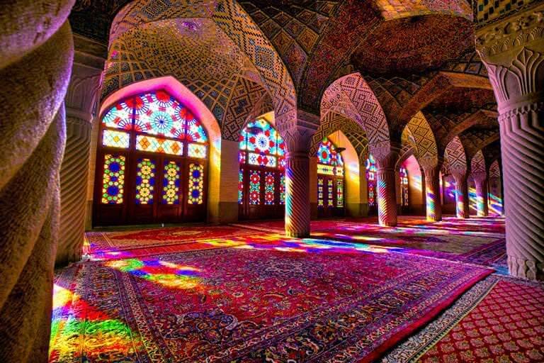 Dünyadaki En Renkli Cami Nasır El Mülk